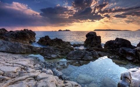 岩石海岸壁纸