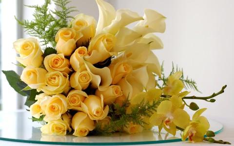 一捧漂亮的黄玫瑰