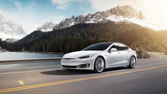 白色特斯拉Model 3背景壁纸