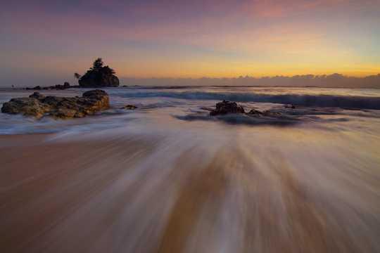沙滩浪潮图片