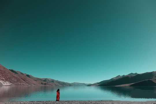 西藏湖泊景象图片