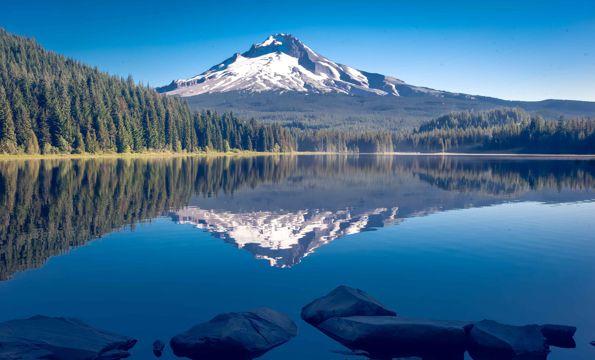 漂亮湖水景观图片
