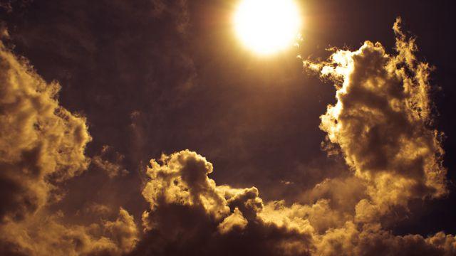 太阳与云朵景色图片