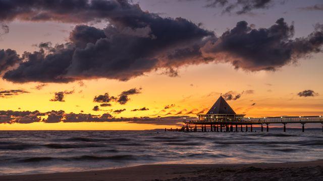日落海滨度假屋图片