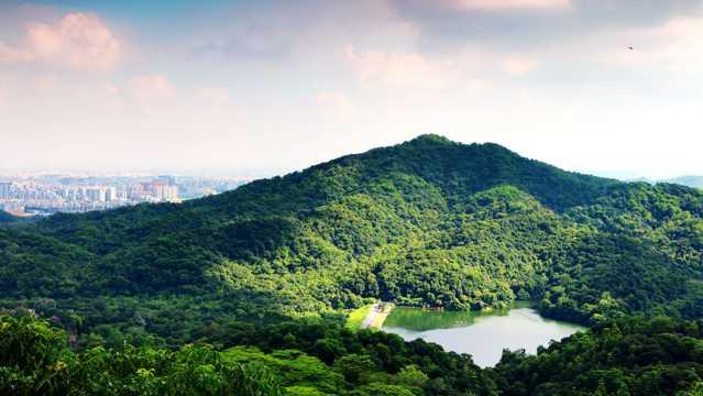 夏季广州云彩山自然风光图片
