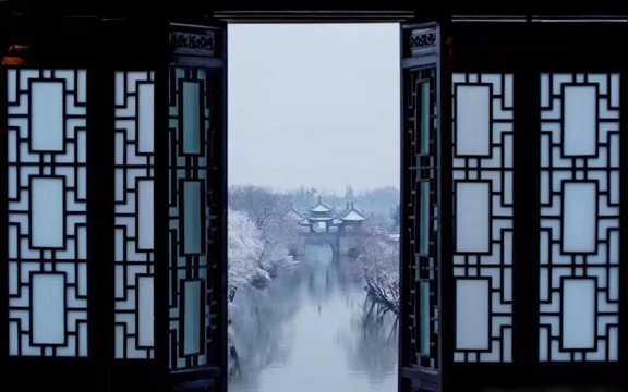 江苏扬州瘦西湖唯美冬季雪景图片
