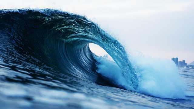 翻卷的海潮图片
