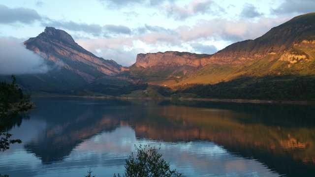 夕照湖面景观图片