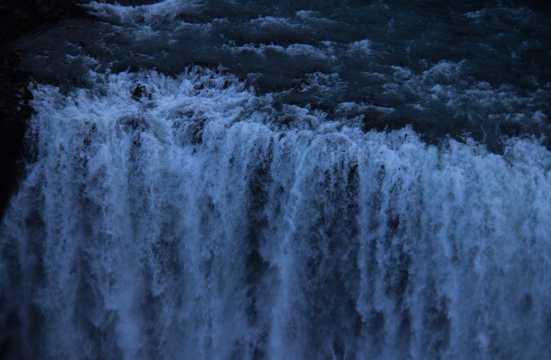气势磅礴大瀑布图片