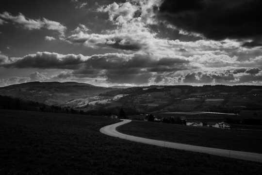 乡村黑白景致图片
