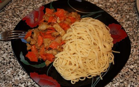 意大利面和炖菜