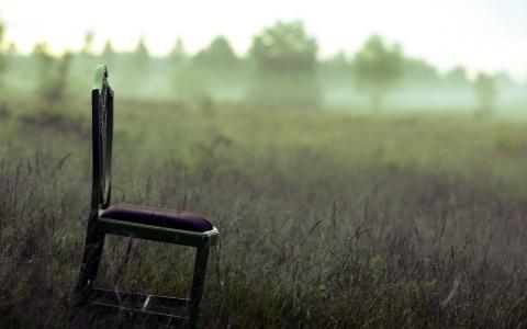 在外地的椅子