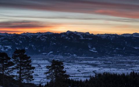 美丽的日落山上