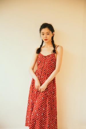 宋轶法式浪漫波点红裙