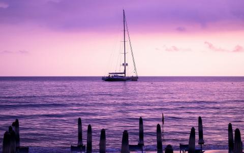 船在薰衣草日落