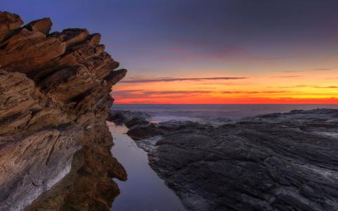 岩石的海岸线