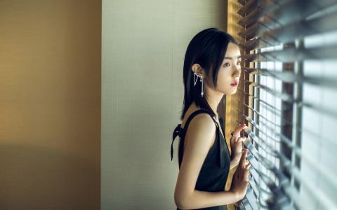 张子枫优雅气质迷人写真
