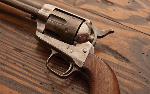 小马左轮手枪