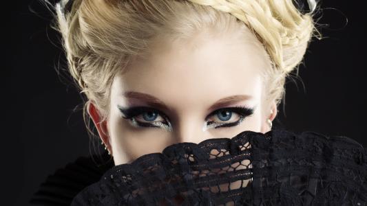 精湛的蓝眼睛