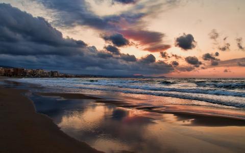 在海滩上的波浪