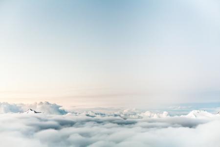 高空中优美的云海风光