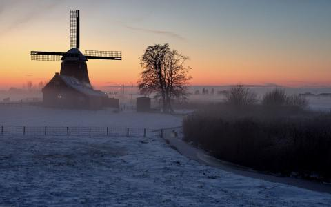 在冬天的风车