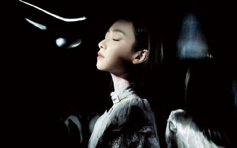 宋茜魅力性感黑白艺术写真