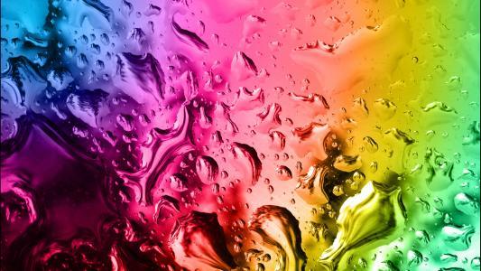 水滴在彩色玻璃上