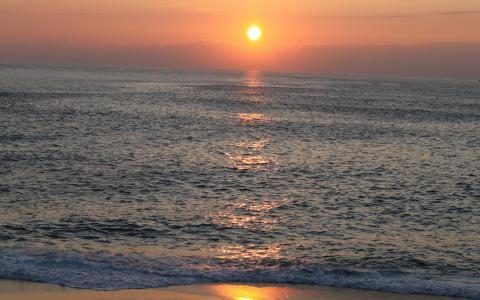 阳光照耀着大海