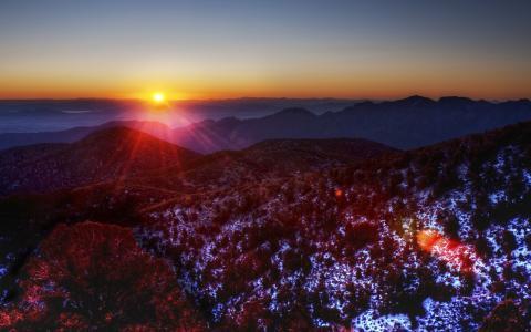 日出在山中