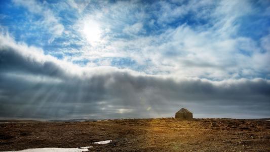 在领域上的美丽的云彩