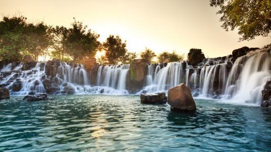 唯美山间溪水自然风景