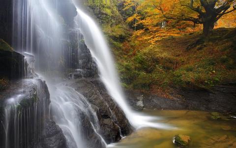 大规模的瀑布