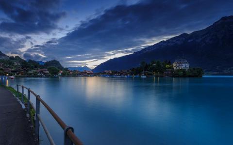 瑞士因特拉肯湖唯美夜色风景