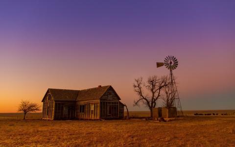 老谷仓和风车