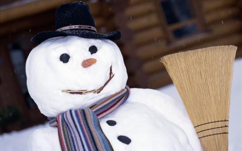 用扫帚雪人