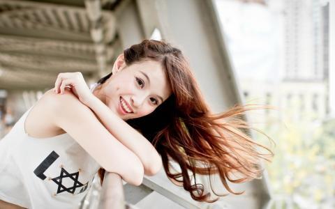 微笑的亚洲女孩