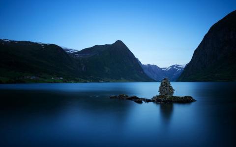 高山湖泊宁静