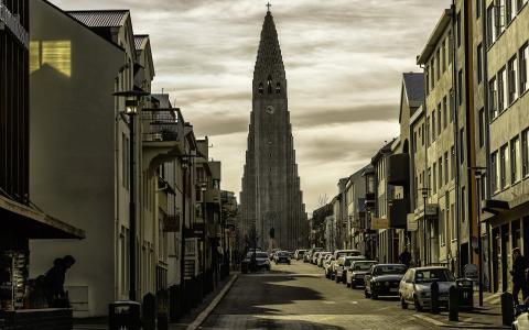 在城市高大的教堂