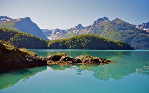 迷人秀丽的湖水