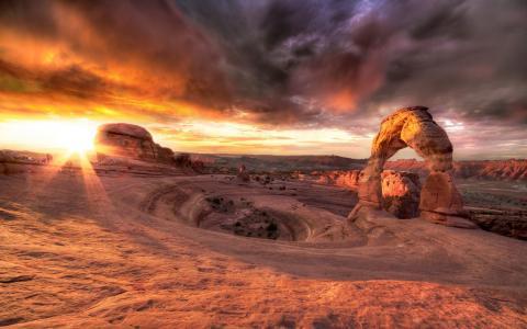在峡谷中的日落