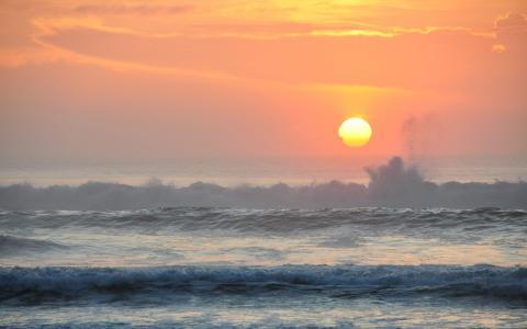 在海洋上的日落
