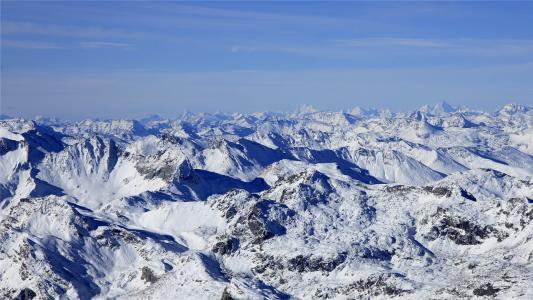 洁白优美的雪山