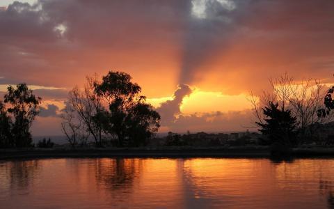 美丽的日落天空