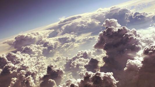 蓬松的白云