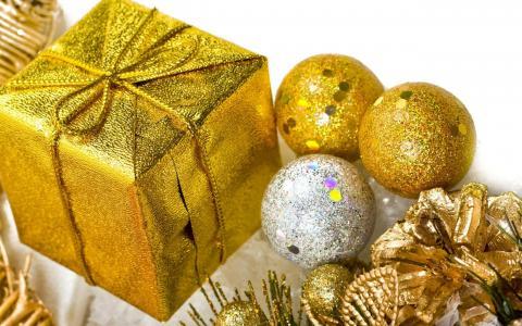金色圣诞装饰