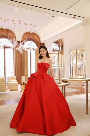 徐璐红色长裙