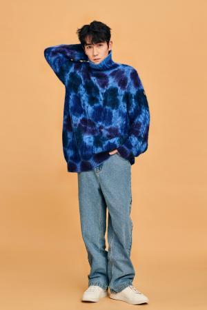 朱一龙蓝色毛衣