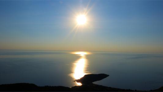 美好的日落反射
