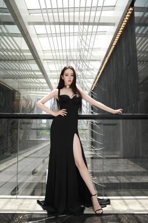 迪丽热巴高开叉长裙性感写真